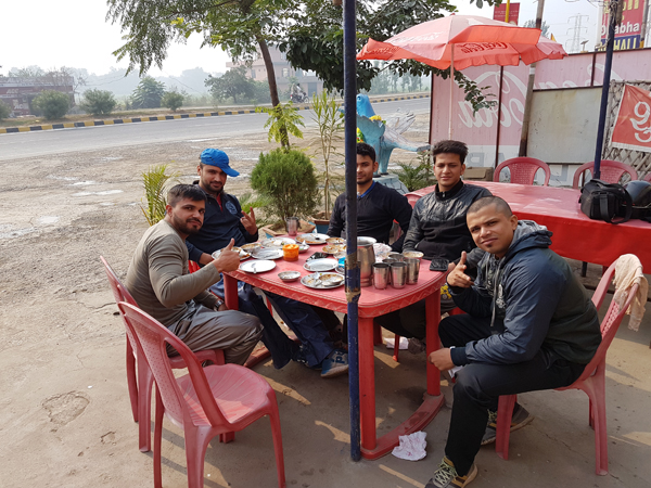 Early Morning Breakfast in NH 44